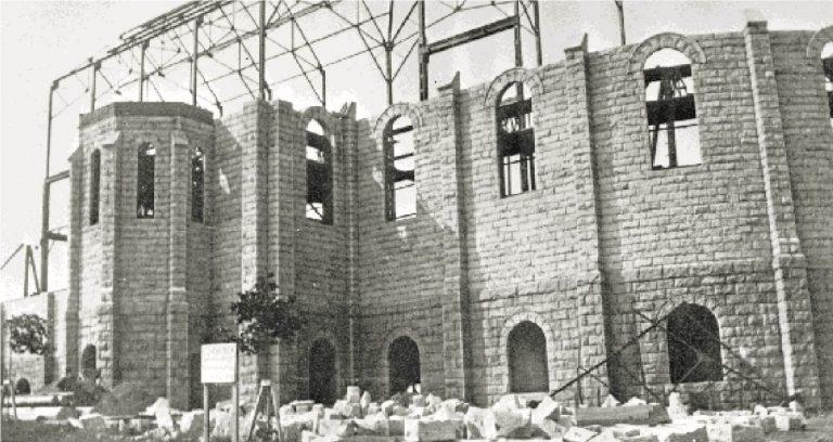 L'église du Très-Saint-Sacrement en construction