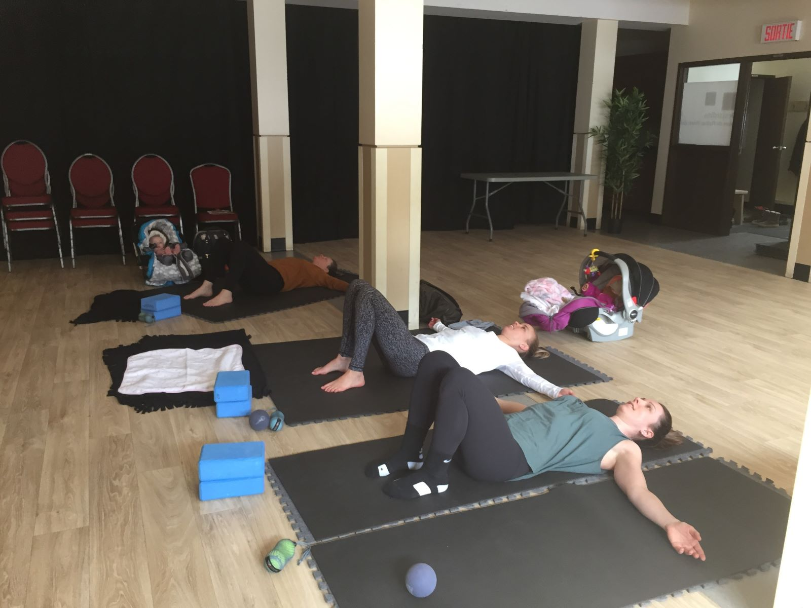 Cours de maman yoga tune up