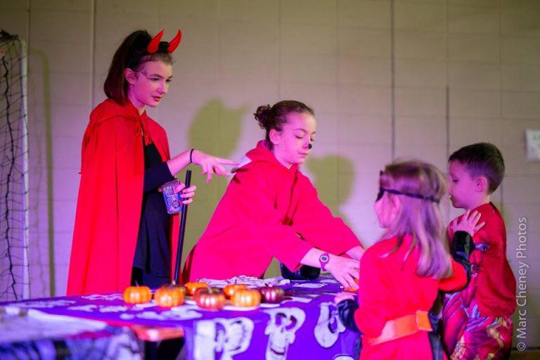 Enfants à la kermesse de l'Halloween