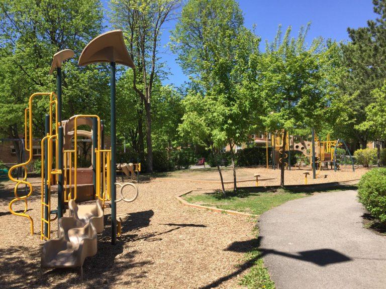 Modules de jeux du parc des Saints-Martyrs
